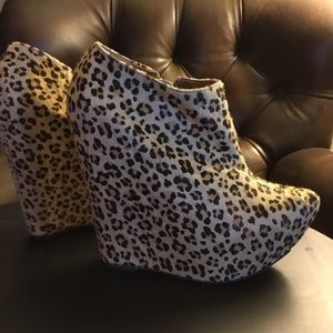 """Jeffrey Campbell pointy 5"""" leopard wedge booties 6"""